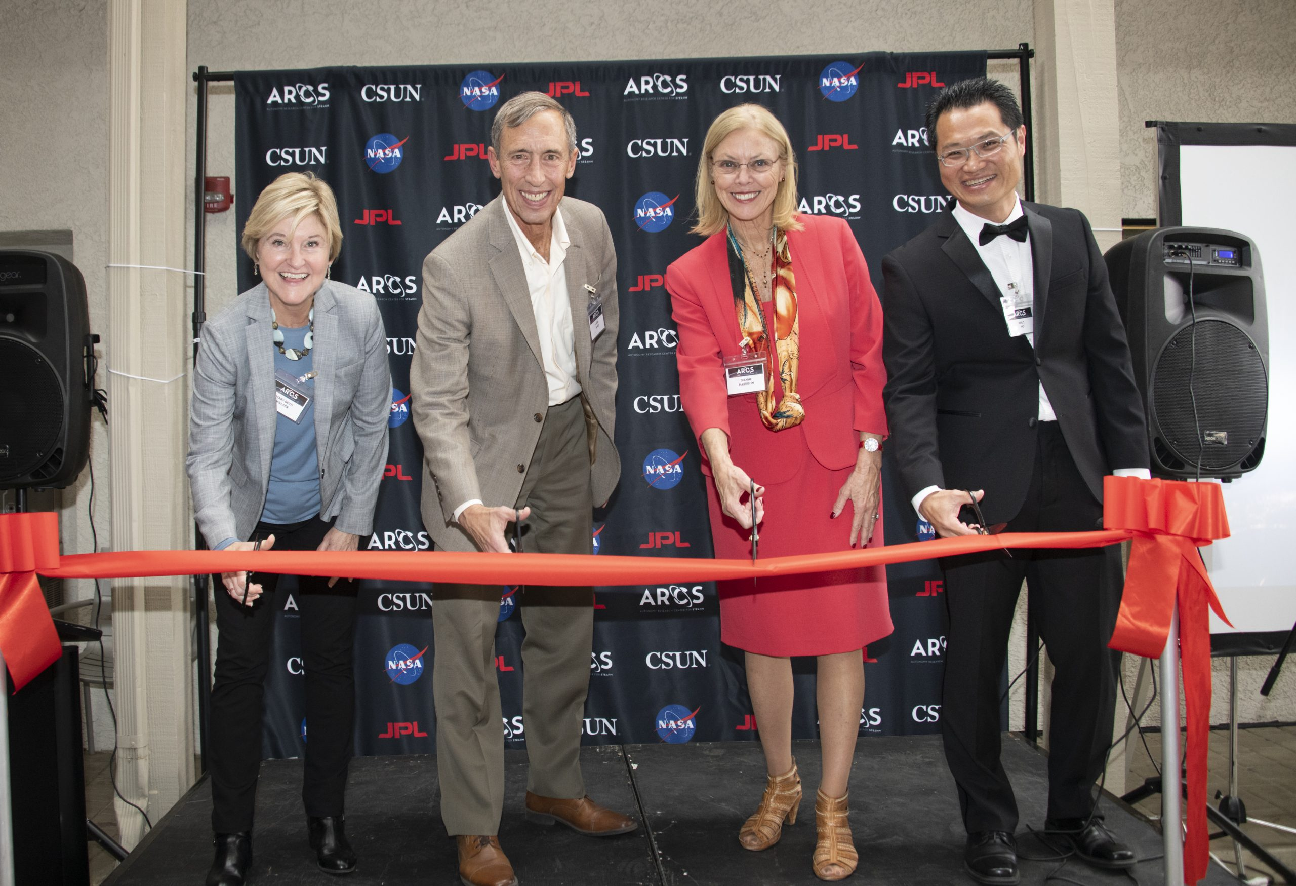 (L-R) CSUN Provost Mary Beth Walker, JPL Deputy Director Lt. Gen. Larry James, CSUN President Dianne Harrison and ARCS Founding Director Nhut Ho cut the ceremonial ribbon at ARCS opening event. Photo by Lee Choo, CSUN University Advancement